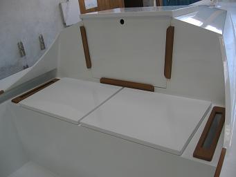 détail finitions bois voilier contre-plaqué Lili 6,10