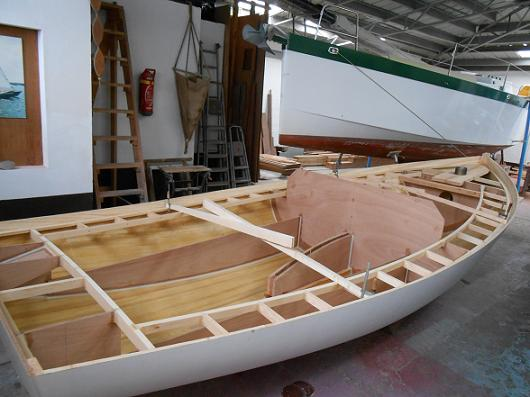 Lugger 6 m - barrotage en place