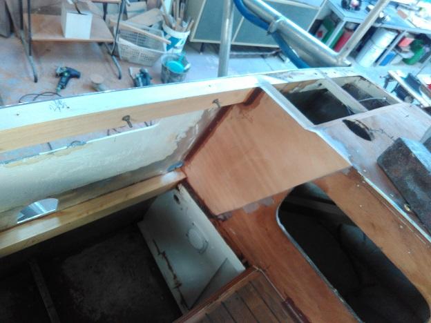 Randonneur Côtier 8m, début réparation parties arrières pont et cockpit